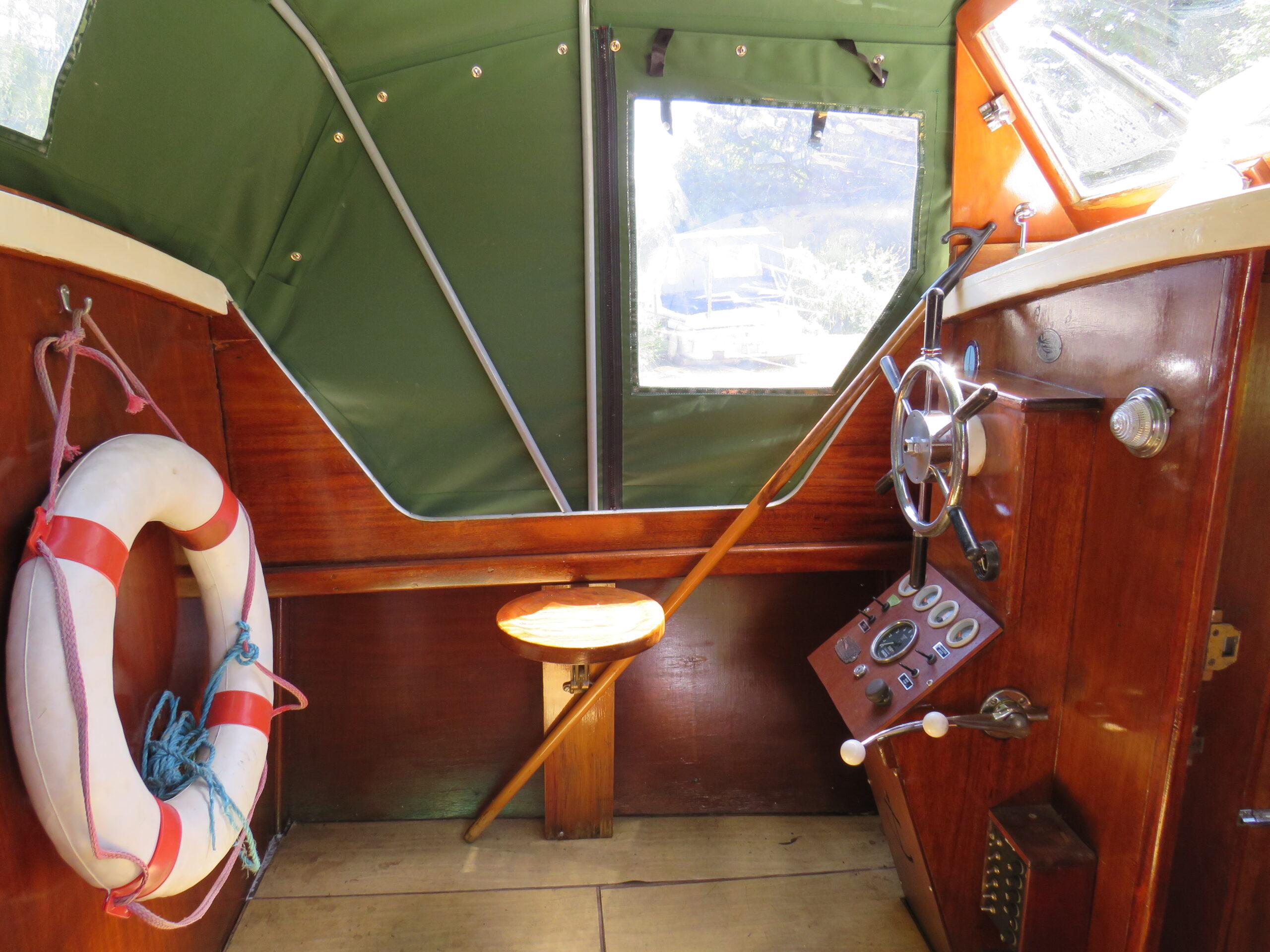 27′ Classic vintage river cruiser - image